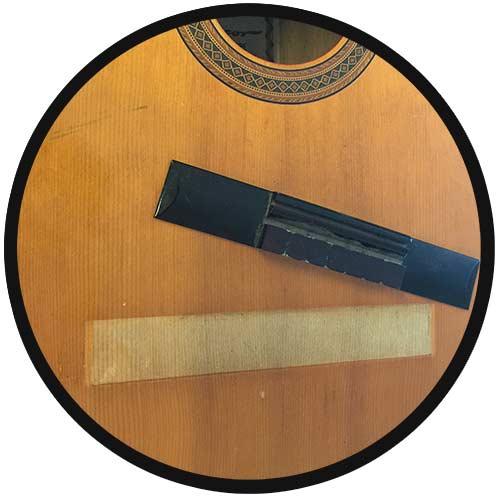 Konzertgitarre mit abgerissenem Steg